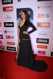 Red Carpet of Most Stylish Awards 2017 ~ Esha Gupta (6).JPG