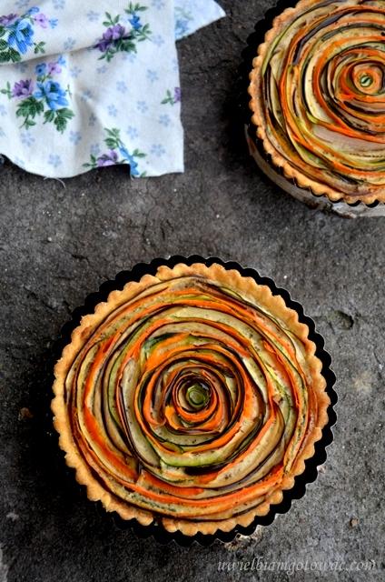 Kolorowa tarta z warzywami