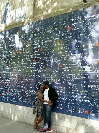 Les amoureux du mur des je t'aime