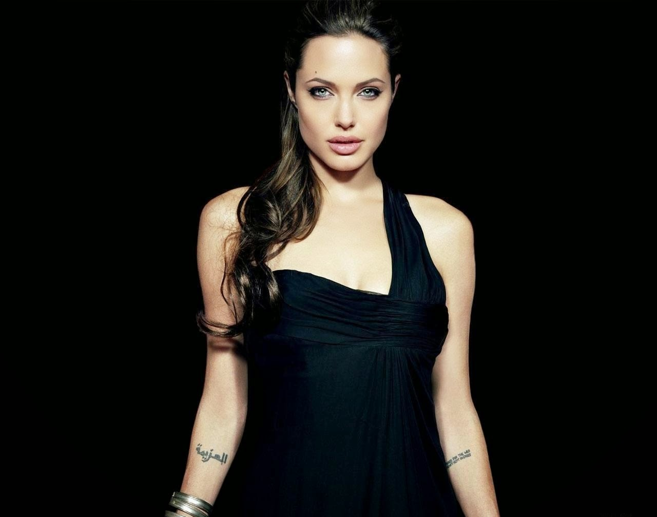 Hot Angelina Jolie in Black Pictures