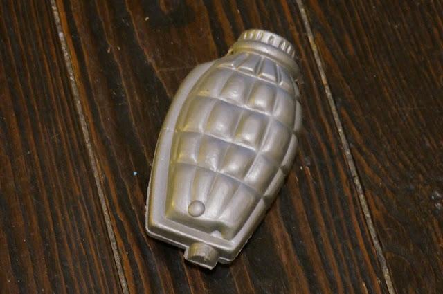 une grenade en plastique soufflé