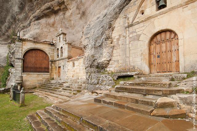 Ojo Guareña visitar Merindades Burgos paisajes pintorescos Ermita cueva