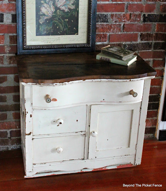 antique, dresser, commode, upcycled, barnwood, http://bec4-beyondthepicketfence.blogspot.com/2016/03/charming-commode.html