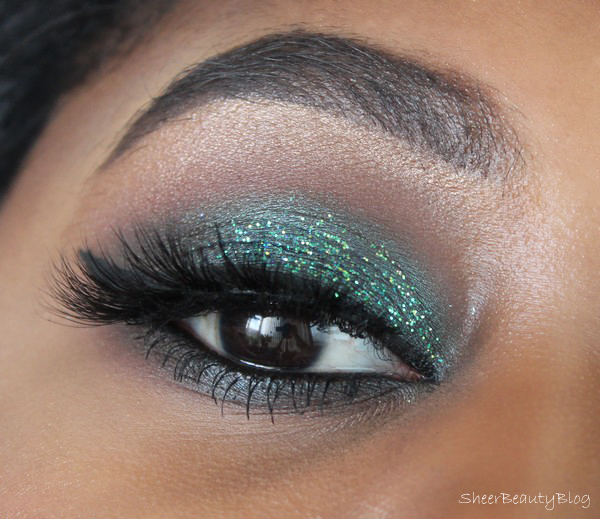 picture of green eye makeup using marc jacobs beauty and urban decay