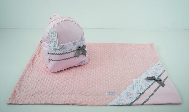 mochila manta niña rosa gris