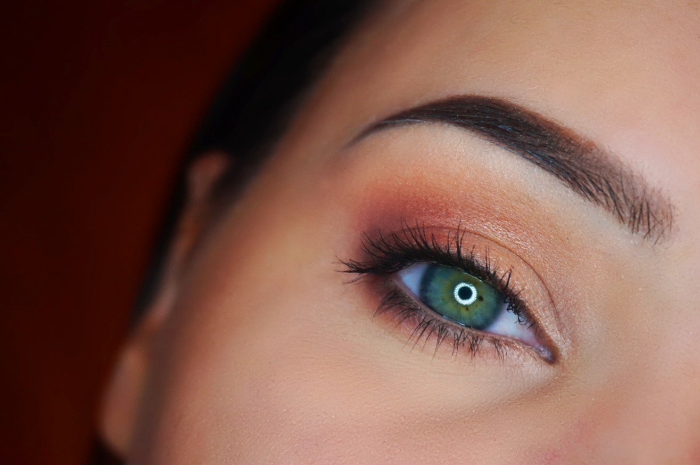 brzoskwiniowy makijaż oka