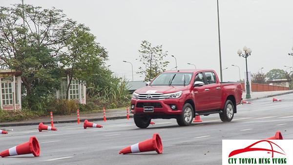 Giá xe, thông số kỹ thuật và đánh giá chi tiết bán tải Toyota Hilux 2018 nhập khẩu - ảnh 44