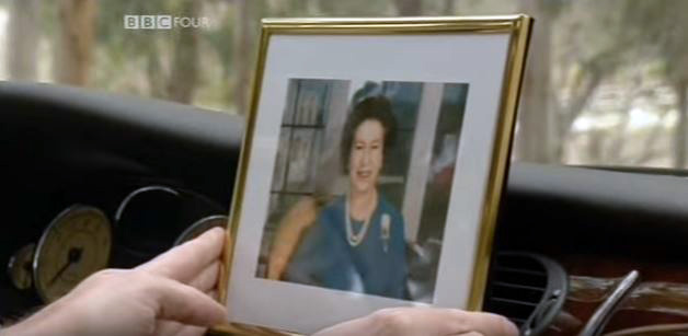 Photo of the queen on dashboard.