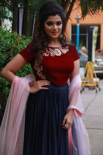 meesaya murukku movie actress aathmika (2)