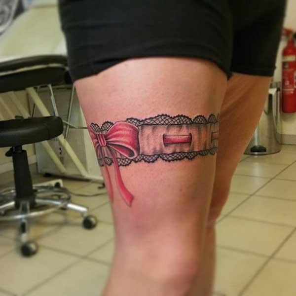 kurdele bacak jartiyer dövmesi