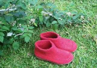 sapato tricotado, tingido e feltrado número 42