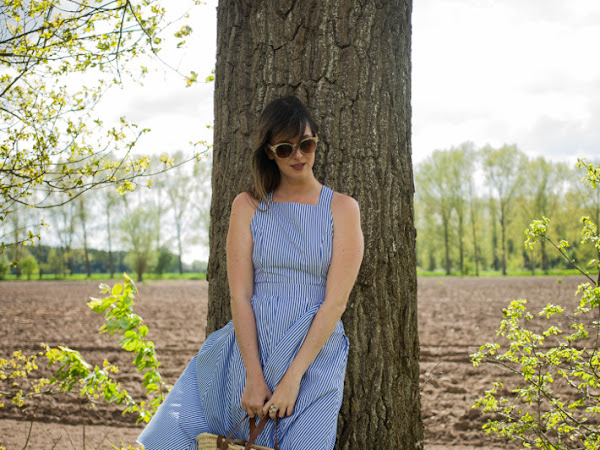Outfit: pinafore dress, patch sneakers