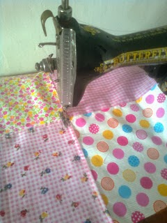 Sambung kain katun dengan dijahit mesin