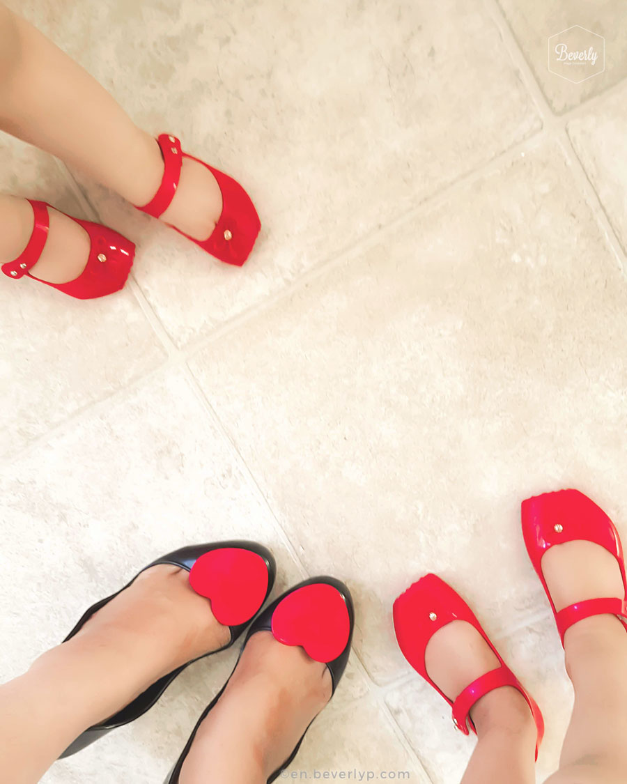 mummy and daughter red shoes