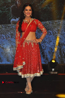 Bollywood Actress Model Sunny Leone Dance Performance in Red Half Saree at Rogue Audio Launch 13 March 2017  0048.jpg