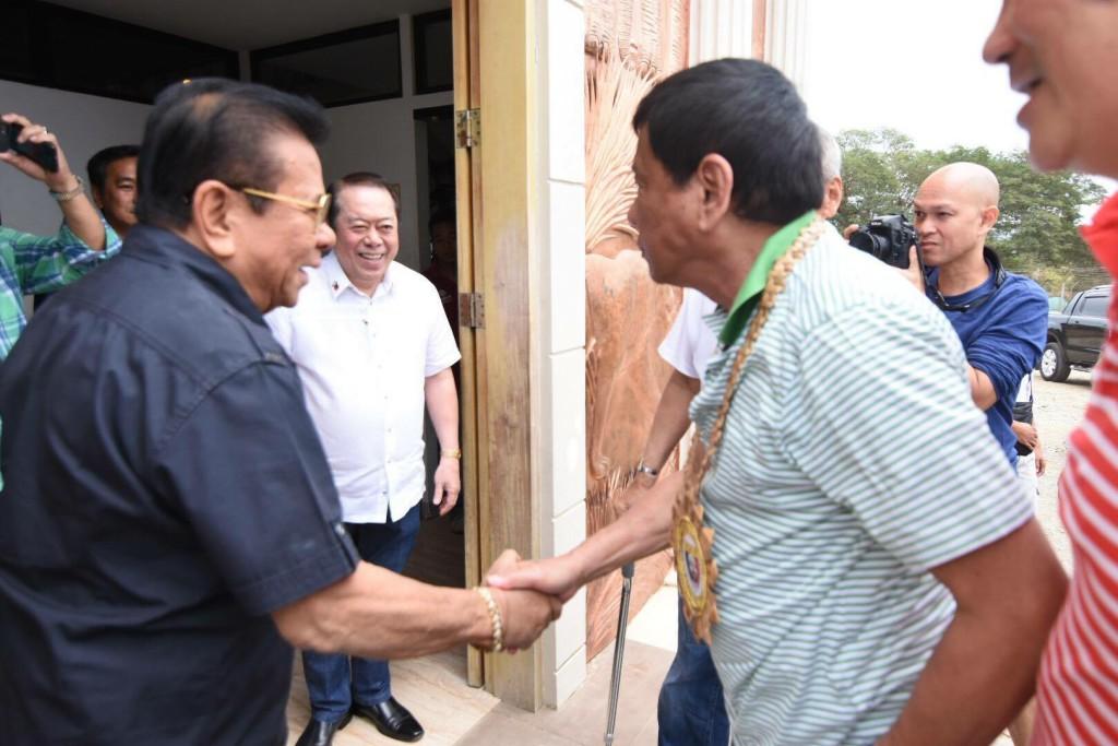Duterte wins votes of Ilocanos, meets Chavit