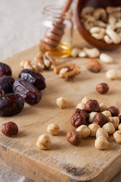Orašasti plodovi, datule i med