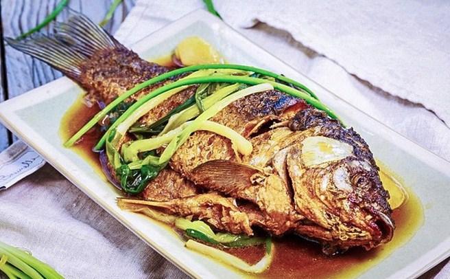 Làm món cá chép chiên tỏi gừng ngon đến không ngờ