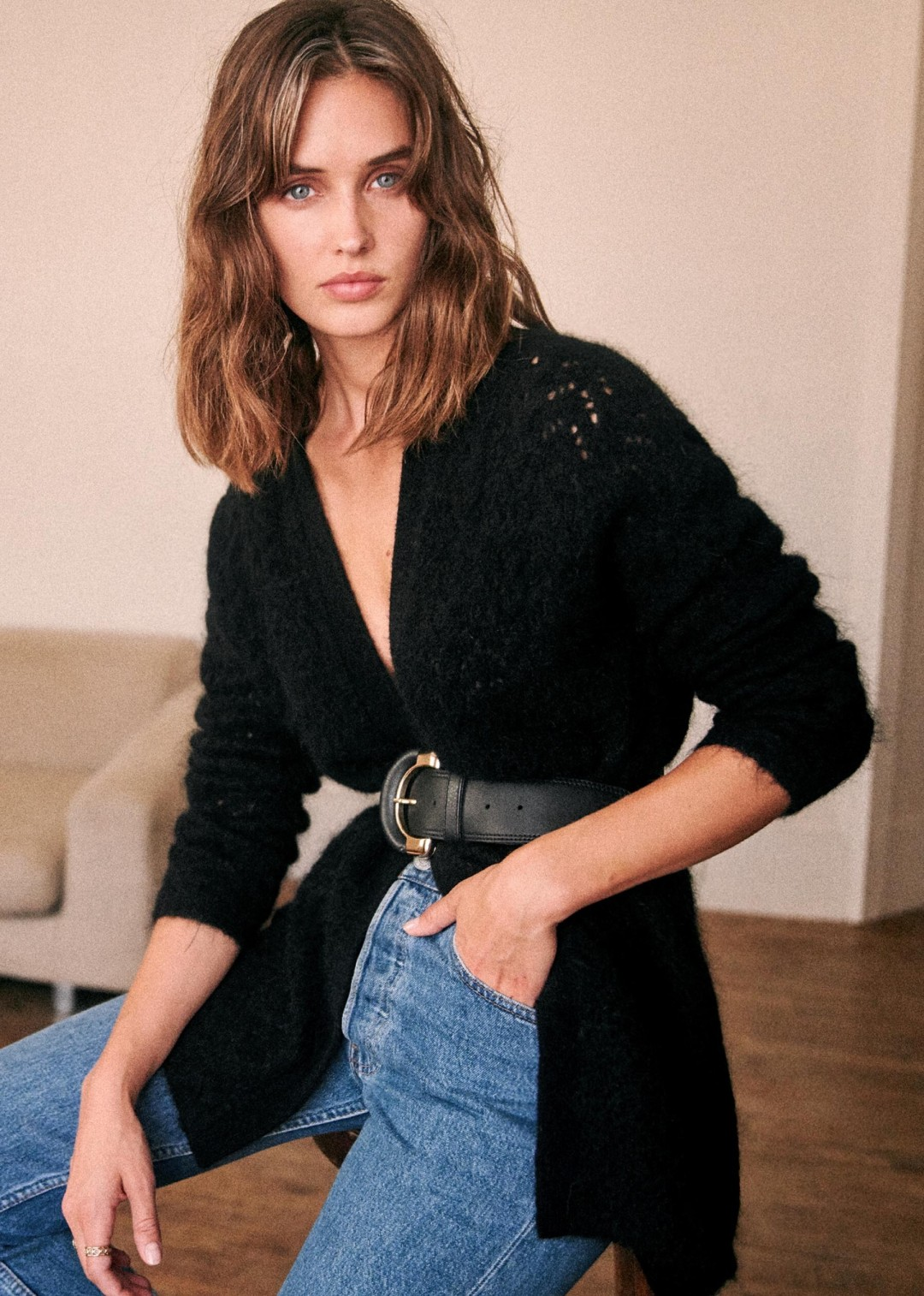 An Insanely Chic Way to Wear a Cardigan — Belt and High-Waist Jeans