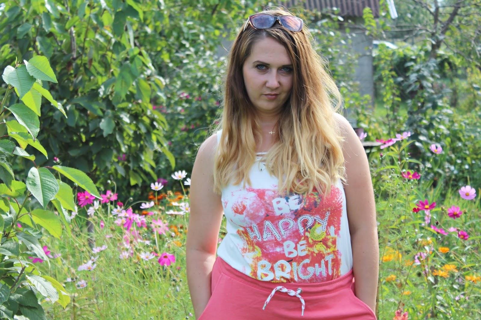Top ze sztrasami + spódnica dresowa BONPRIX