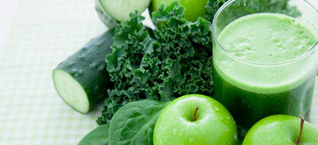 Jugo verde con manzana.