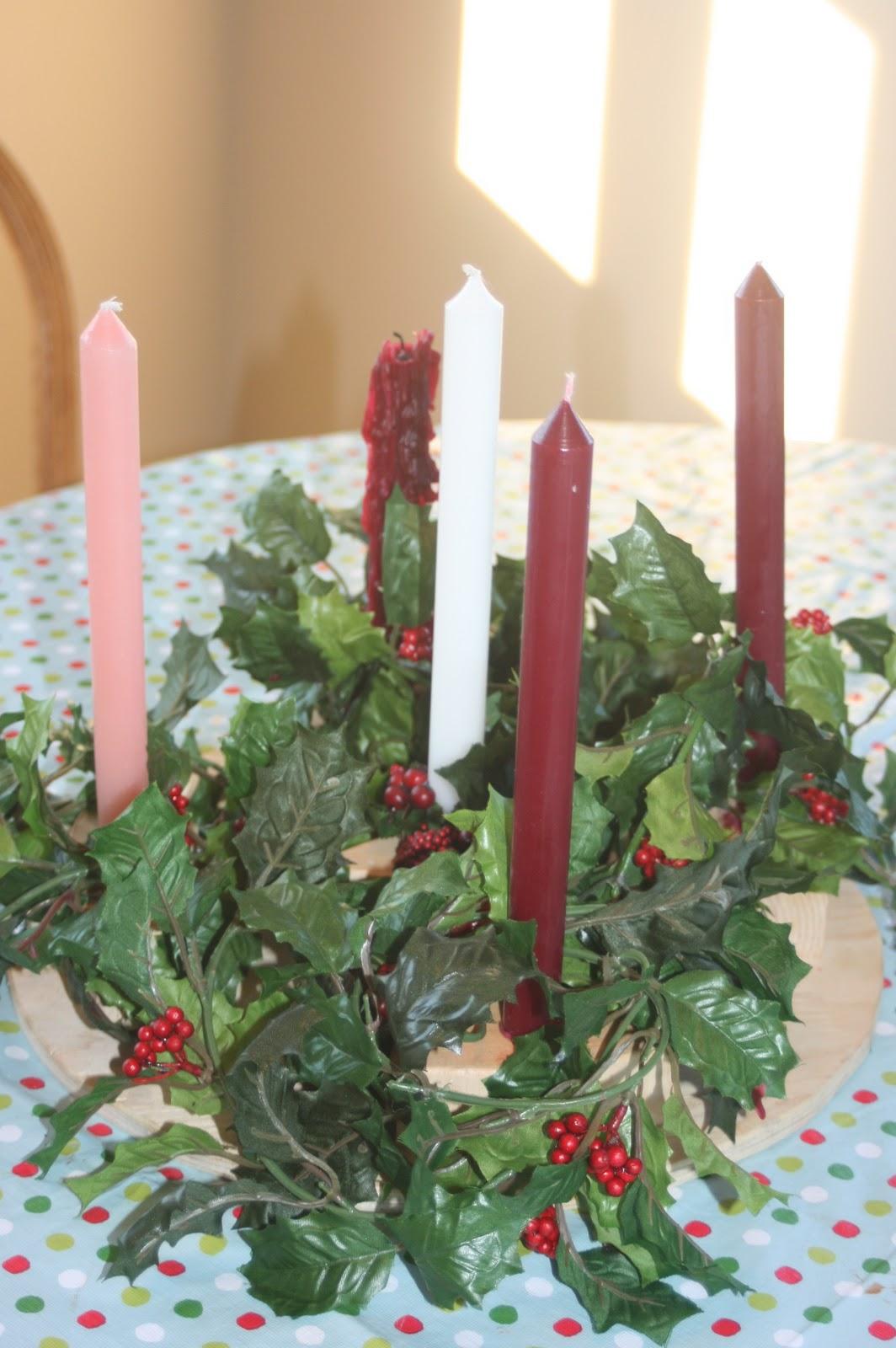 crafty kris celebrating advent advent wreaths. Black Bedroom Furniture Sets. Home Design Ideas