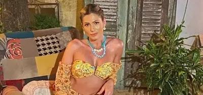 De férias do Fofocalizando, Lívia Andrade