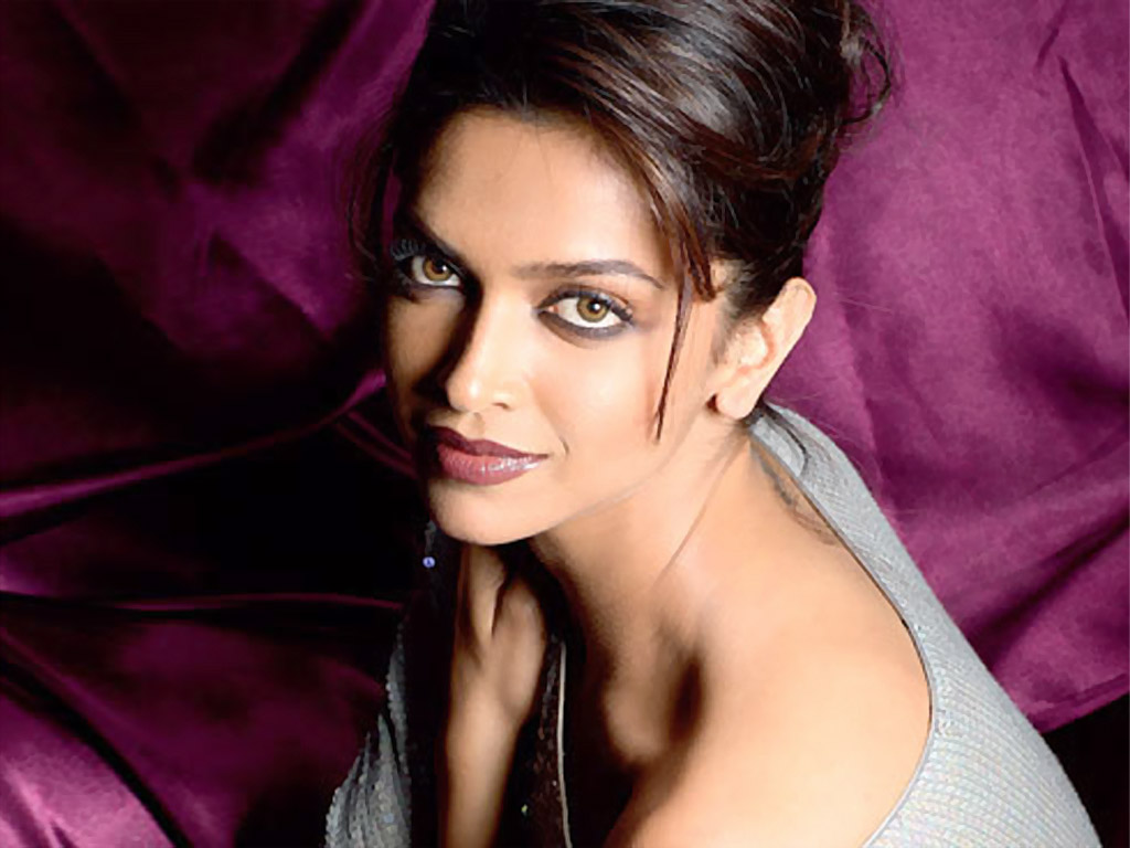 Deepika Padukone Hot Wallpaper Bikini In Saree Hot In -2243