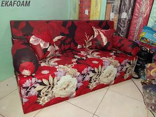 sofa bed inoac motif bunga rosiana merah maroon