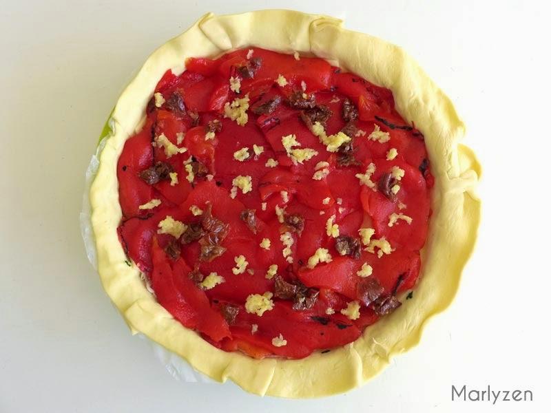 Ajoutez l'ail et les tomates séchées.
