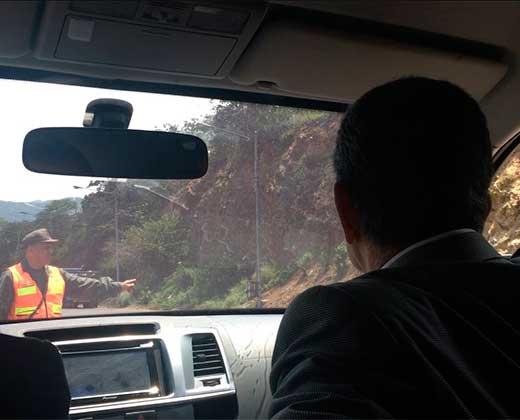 ¡LO SALVÓ EL PUEBLO! Ramos Allup denuncia que GNB intentó apresarlo en peaje de Taborda (+Videos)