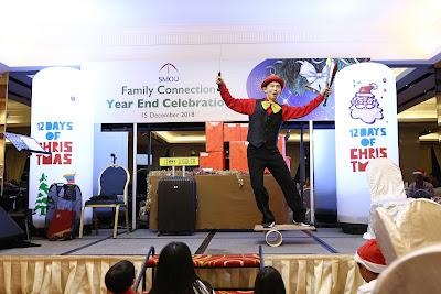 Singapore Juggler performs for everyone