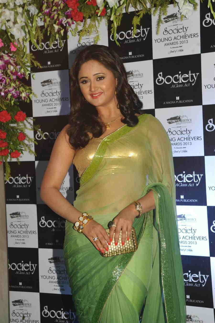 Beautiful Hindi TV Actor Rashami Desai Stills In Transparent Green Saree
