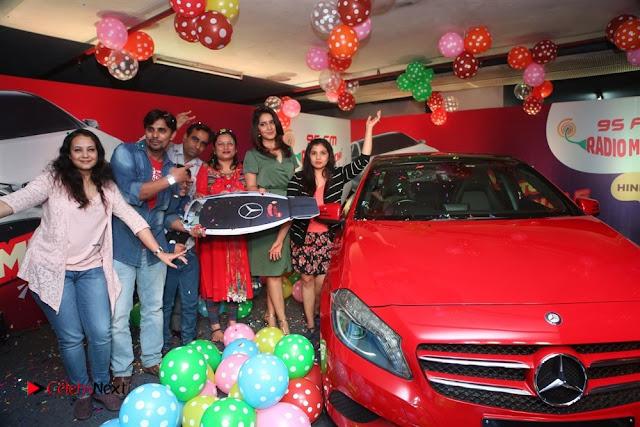 Raashi Khanna at Mirchi 95 Suno Mercedes Jeeto Contest Stills  0048