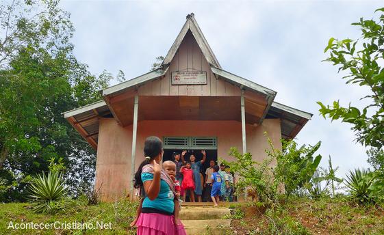 Iglesia en las montañas de Indonesia