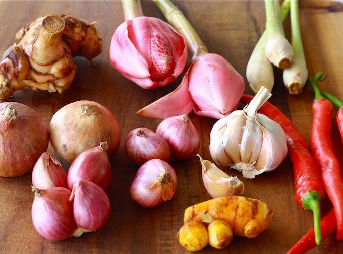 bunga kantan, fresh turmeric, onion, garlic, shallot, lemongrass