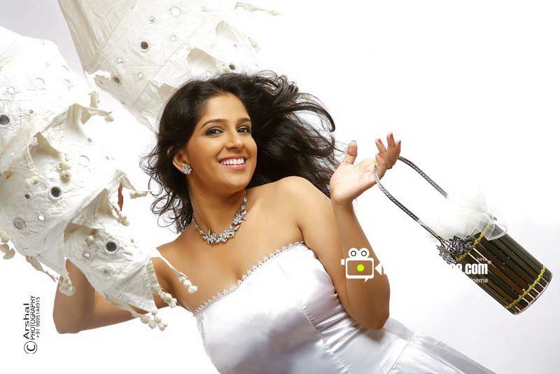 Mallufun.com: Malayalam Actress Aparna Nair Hot New Photos