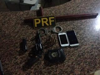 Objetos foram levados para a Delegacia de Polícia Civil de Vilhena.  Foto: PRF/Divulgação/G1