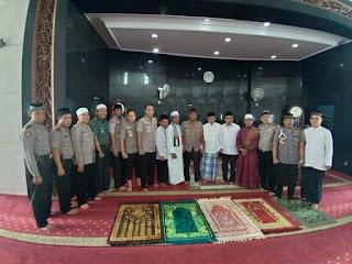 Sholat Jumat Keliling PJU Polda Metro Jaya dan PJU Polres Jakbar Shalat Berjamaah di Masjid Agung Al Muchlisin Grogol