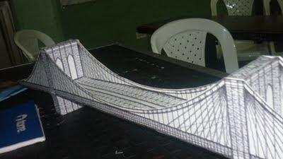 maqueta hecha de un molde impreso en cartulina del puente broklyn página papertoys