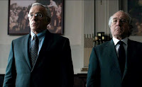 Robert De Niro and Steve Coulter in The Wizard of Lies (6)