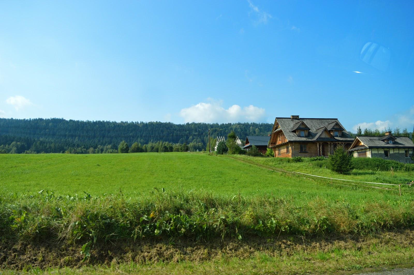 drewniany domek w bieszczadach, góry, bieszczady, rzucić wszystko i wyjechać w bieszczady, lutowiska, punkt widokowy