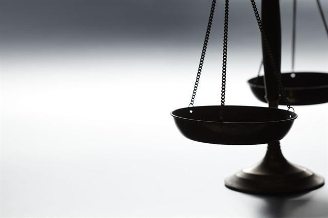 أنواع التشريعات وكيفية سنها - تعريف التشريع الأساسي أو الدستور و التشريع العادي و التشريع الفرعي أو اللوائح