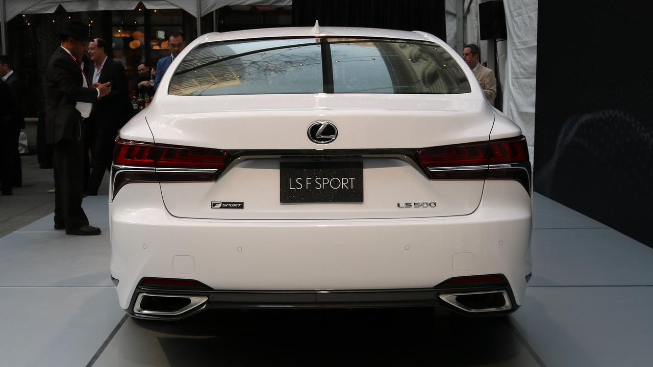 Lexus-LS-500-2018-8