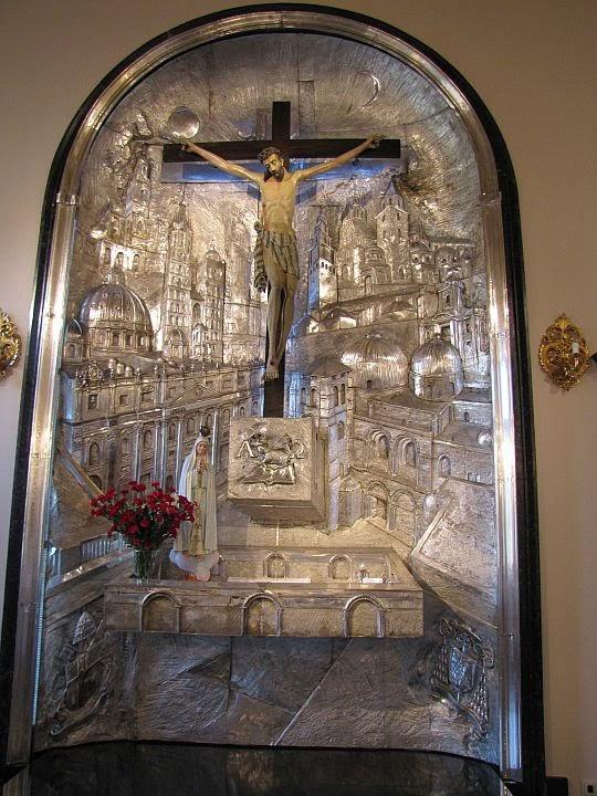 Ołtarz w kaplicy Arcybiskupów Krakowskich.