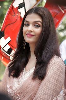 Aishwarya Rai Bachchan Goreous in Light Pink Salwar