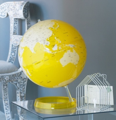 atau warnai globe dengan warna yang lebih menarik dan sesuai selera.  Seperti warna kuning untuk yang ceria,