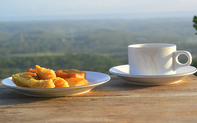 Kopi dan Singkong goreng ala Batoer Hill Resto & Resort