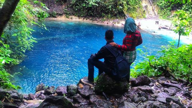 foto romantis di danau kaco jambi