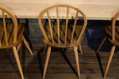 松本市の喫茶・カフェ Cafe Chiiann カウンターと椅子